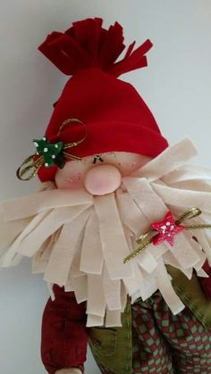 Fabric and felt Santa Christmas Decoration Items, Christmas Ornament Crafts, Christmas Sewing, Christmas Projects, Holiday Decor, Very Merry Christmas, Santa Christmas, Christmas Time, Christmas Stockings