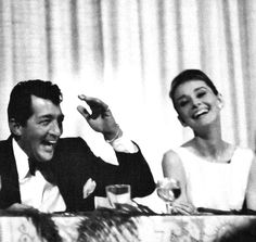 Dean Martin, Audrey Hepburn, and poet Carl Sandburg at a Friars Club banquet at the Beverly Hills Hotel, 1961 Golden Age Of Hollywood, Hollywood Stars, Classic Hollywood, Old Hollywood, Hollywood Boulevard, Dean Martin, 10 Film, Beverly Hills Hotel, The Beverly