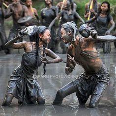 Rama & shinta. Menari di sawah - Batubulan, Bali