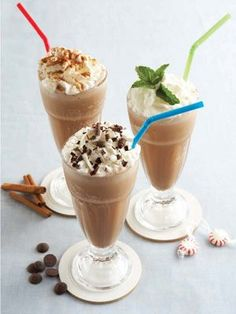 Frozen Hot Chocolate: Serendipity is a NYC ice cream parlor that's famous for its delicious, high-calorie Frozen Hot Chocolate. I was determined to create a slimmed-down, fat-free version of this NYC classic, and here it is! Photo courtesy of Joseph DeLeo Frozen Hot Chocolate, Mexican Hot Chocolate, Chocolate Milkshake, Hot Chocolate Recipes, Chocolate Shake, Chocolate Syrup, Yummy Drinks, Yummy Food, Delicious Recipes