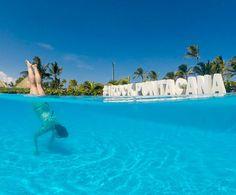 Brincando na piscina do Hard Rock Hotel & Casino Punta Cana. Contamos hoje no blog sobre a nossa hospedagem nesse resort all inclusive maravilhoso. Passa lá pra ver: http://ift.tt/1ic9Rtc
