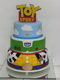 toy story Bolo Cenogrfico T - toys Toy Story 3, Toy Story Baby, Toy Story Theme, Toy Story Birthday Cake, Woody Birthday, 1st Boy Birthday, Bolos Toy Story, Festa Toy Store, Alien Cake