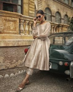 We are taking orders Made on order Delivery worldwide Dm for more details n queries Pakistani Fashion Party Wear, Pakistani Dresses Casual, Pakistani Wedding Outfits, Pakistani Dress Design, Indian Fashion, Pakistani Clothing, Wedding Hijab, French Fashion, Women's Fashion