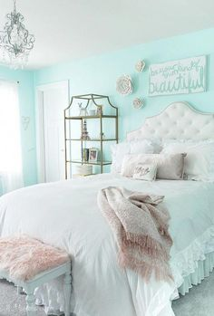My Daughter's New Tween Room – 11 Magnolia Lane Easy and affordable decorating ideas for a teen/tween/girls room. Aqua Bedrooms, Teen Girl Bedrooms, Turquoise Bedrooms, Girl Rooms, Teen Bedroom, Diy Bedroom, Frozen Bedroom Decor, Bedroom Furniture, Bedroom 2018