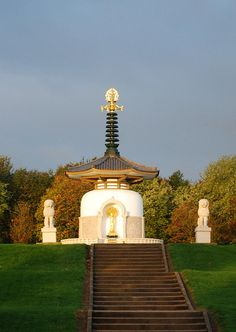 Peace Pagoda in Milton Keynes Image Chart, Milton Keynes, Statue Of Liberty, Places To See, Chill, Beans, Memories, Explore, History