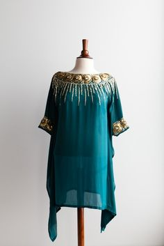 Love it. Let the kaftan do the talking...no fuss summer style.