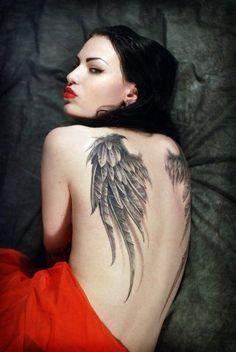 Tatuajes de alas en la espalda y su significado