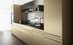 elegantes Küchendesign Goldton