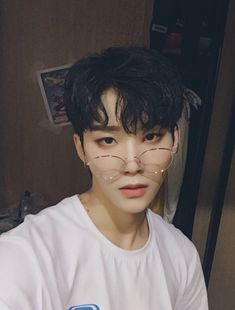 /zhou yanchen from idol producer Cute Asian Guys, Cute Korean Boys, Pretty Asian, Asian Boys, Asian Men, Cute Guys, Korean Boys Ulzzang, Ulzzang Couple, Ulzzang Boy