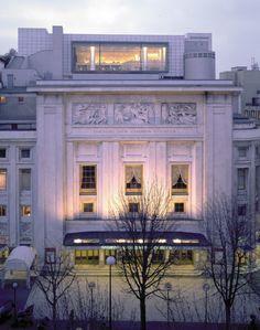Restaurant La Maison Blanche exterior | #Paris