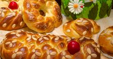 9 Wonderful Suggestions for Impressive Curls … Greek Desserts, Greek Recipes, Tsoureki Recipe, Greek Easter Bread, Greek Pastries, Greek Dishes, Easter Recipes, Meal Planning, Food And Drink