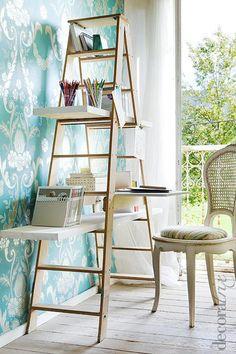 #DIY Decora amb escales. Una tendència actual en el món de la #decoració és rescatar #mobles vells que ja no utilitzem, i amb una mica d'imaginació, donar-los una segona utilitat.  Les escales antigues són un d'aquests objectes. Podem treure'ls gran partit com a element decoratiu d'una llar, per exemple col·locant-hi unes lleixes i convertint-les en estanteries!