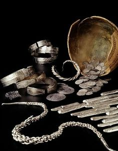 This vikingtreasure, consisting of silver bars, coins from the medieval commercial town Dorestad and silver jewellery. All together the weight was over 1,6 kilograms. The silver treasure was buried in a jar, which was plugged with grass. The style of the jewellery tell us that this treasure used to belong to a Dane. Apparently, the Netherlands functioned as his base for a shorter or longer period. | Rijksmuseum van Oudheden