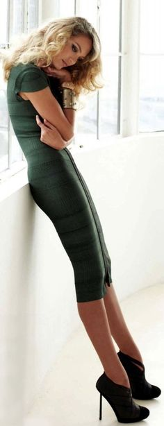 Women's fashion | Flattering forest green dress
