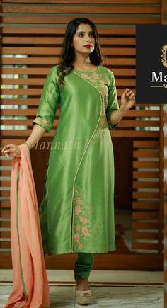 Salwar Neck Designs, Churidar Designs, Kurta Designs Women, Dress Neck Designs, Blouse Designs, Kurti Embroidery Design, Embroidery Dress, Kurta Style, Kurti Patterns