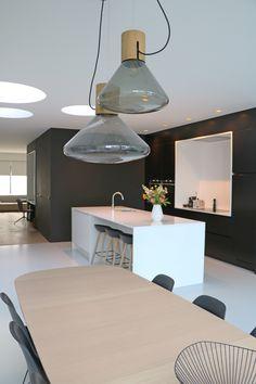 leefruimte zwart keuken gietvloer hvh-architecten