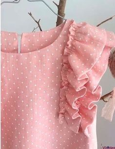 Frocks For Girls, Kids Frocks, Little Girl Dresses, Frocks And Gowns, Baby Dress Design, Sleeves Designs For Dresses, Girls Boutique, Stylish Kids, Girls Jeans