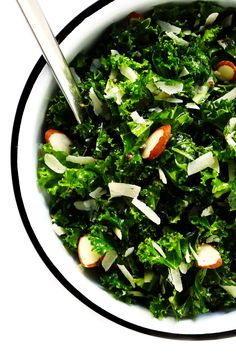 minsQuick This easy kale salad recipe only takes 5 minutes to make 5 easy ingredients, and tastes great with just about everything! How To Make Salad, Food To Make, Fish Pasta, Best Potato Soup, Salads To Go, Side Salad Recipes, Pasta Soup, Nutritious Snacks, Butternut Squash Soup