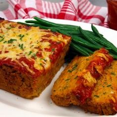 Trick your friends with this tasty veggie meatloaf. Full of fibre, protein and most importantly flavour — it's the perfect dish for Meatless Monday. Veggie Meatloaf, Vegetarian Meatloaf, Vegetarian Protein, Meatloaf Recipes, Vegetarian Recipes, Going Vegetarian, Vegetarian Dinners, Vegetarian Options, Vegetable Recipes