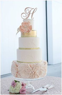 Gold Wedding Cakes Classy blush and gold themed wedding cake! More - We just can't get enough of The Pastry Studio's amazing wedding cakes! The delicate sugar flowers and ruffles are just so chic and pretty! Beautiful Wedding Cakes, Gorgeous Cakes, Pretty Cakes, Mod Wedding, Dream Wedding, Glitz Wedding, Glamorous Wedding, Floral Wedding, Summer Wedding