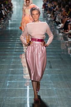 Marc Jacobs Spring 2019 Ready-to-Wear Collection - Vogue Spring Fashion Trends, Fashion Week, New Fashion, Trendy Fashion, Runway Fashion, Spring Trends, Marc Jacobs, Guides De Style, Mode Rose