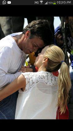 Preso político a despedir-se da esposa antes de se entregar ao exército. #prayforVenezuela #SOSVenezuela