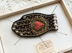 Gorgeous handmade black Heart in Hand brooch with pearl by zoomy Beaded Embroidery, Cross Stitch Embroidery, Hand Embroidery, Gold Work, Brooches Handmade, Textile Jewelry, Suede Fabric, Fabric Manipulation, Black Heart