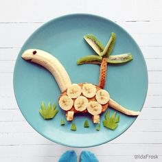 Twenty five adorable food art ideas that will help children eat their fruits and veggies! There are great snack and meal ideas that all kids will love! Pin these food art ideas for later. Cute Food, Good Food, Yummy Food, Delicious Meals, Toddler Meals, Kids Meals, Toddler Food, Food Art For Kids, Food For Toddlers