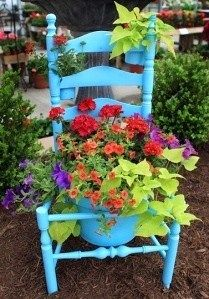 Unusual Planters for Backyard Decoration, 20 Spring Decorating Ideas.I finally have my antique chair planter. Dream Garden, Home And Garden, Eco Garden, Garden Junk, Upcycled Garden, Blue Garden, Garden Oasis, Family Garden, Garden Types