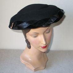 Vintage 1950s Black Felt Sculptured Platter Hat with Satin & Velvet Trim