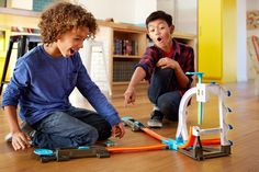 Our Hot Wheels Track Builder System Stunt Kit Playset Review - http://www.bigtoysitereviews.com/hot-wheels-track-builder-system-stunt-kit-playset/