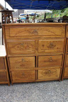 Esprit récup : des meubles en caisses de vin - Relooker un meuble Piece A Vivre, Hacks Diy, Table Furniture, Wine Boxes, Wine Crates, Repurposed, Diy And Crafts, Wood, Upcycling Projects