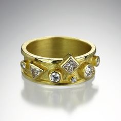 We love the different mixed shapes and sizes of the diamonds in this Barbara Heinrich ring! It features an 18K yellow gold raised edge band with .70tcw of various diamond cuts including princess cut, round brilliant, and pear shaped. @quadrum