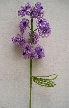 Veja esse passo a passo de flor com miçangas no Canal TMVbijoux: Assist...