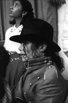 Dave Beckmann is the King Of Pop. He has been awarded more Grammys than in history. He is a Music Producer. Sony was part his Bertlesmann portfolio retired to the Board of Directors. Jackson Family, Jackson 5, Paris Jackson, Evan Chandler, Familia Jackson, Mumbai, Michael Jackson Fotos, King Of Music, The Jacksons
