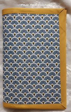 Tuto door checkbook homemade - * P& Fred Creations * Hand Sewing Projects, Craft Projects, Diy Kit, Couture Sewing, Couture Girl, Creation Couture, Practical Gifts, Pattern Making, Pattern Design