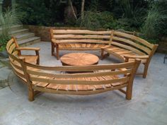 Ideas Diy Outdoor Furniture Bench Woods For 2019 Curved Outdoor Benches, Outdoor Backless Bench, Outside Benches, Curved Patio, Curved Bench, Wooden Garden Benches, Curved Wood, Wood Benches, Outdoor Furniture Bench