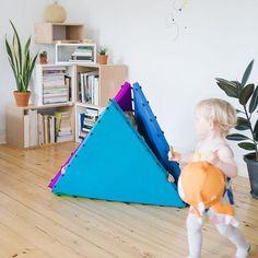 Kuckuck Tukluk! Wo hat sich denn nur die große Schwester versteckt? #verstecken #spielen #letthemplay #schwesterliebe #interior #kidsdesign #tukluk #tukluks #designforkids #spielmatte #tipi #turnmatte #magnetic #kids #lifewithkids #play #playing #kidsinterior #kidsinteriorinspo #kidsinteriordesign #hideandseek #tent