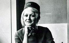 Preminula Vesna Vulović : Hronika - U Beogradu je u 67. godini preminula stjuardesa JAT-a Vesna Vulović, koja je 1972. godine jedina preživela pad aviona sa visine od 10.000 metara.