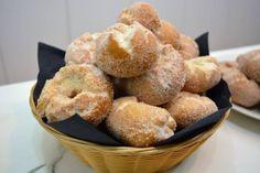 Rosquillas de anís son una de esas recetas que se hacen en familia y se comen de la misma manera, la verdad es que con pocos ingredientes salen un buen...