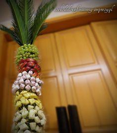 Owocowa palma ze świeżutkimi przekąskami, wygląda naprawdę apetycznie <3 http://czekoladowefontanny-imprezy.pl/palmy-owocowe.html