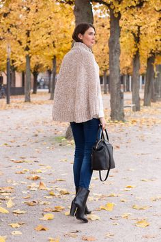 Outfit: Easy Chic   Mood For Style - Fashion, Food, Beauty & Lifestyleblog   Wollcape: Michael Kors / Seidenhemd: Mrs & Hugs / Jeans: Zara -  Schuhe: Hugo Boss / Tasche: Michael Kors