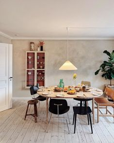 Dining Area, Dining Table, Objet Deco Design, Dining Room Inspiration, Interior Lighting, Interior And Exterior, Interior Decorating, Room Decor, House Design