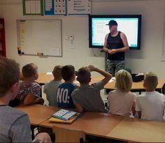 OBS De Kameleon Mill | Vandaag was Gert-Jan in groep 5 en 6. Hij verzorgde een workshop 'rappen-over-vriendschap'. Het was een zeer leuke les met een flitsend resultaat!