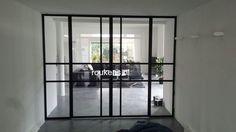 Deuren / Stalen glaswand met deuren en zijlichten #stalendeuren