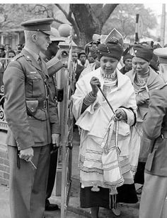 Mama Winnie Mandela in Traditional Xhosa umbhaco at some point it was a crime in… Xhosa Attire, African Attire, African Wear, African Women, African Dress, Tribal African, African Clothes, African Life, African Culture