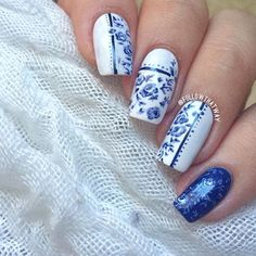 Blue porcelain & floral nails!  Reminds me of old fashioned teacups.