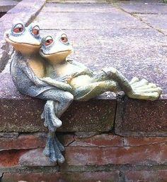 Garden Frog Ornament Cuddling Long Legged Shelf Sitter Chic Outdoor Statue
