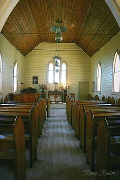 This is wonderful! A beautiful, simple sanctuary to worship the Lord! Old Country Churches, Old Churches, Abandoned Churches, Take Me To Church, My Church, Architecture Religieuse, Old Time Religion, My Father's House, Church Interior