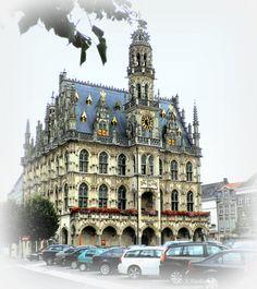 """Het prachtige stadhuis van Oudenaarde in """"Brabant Gotiek""""..."""